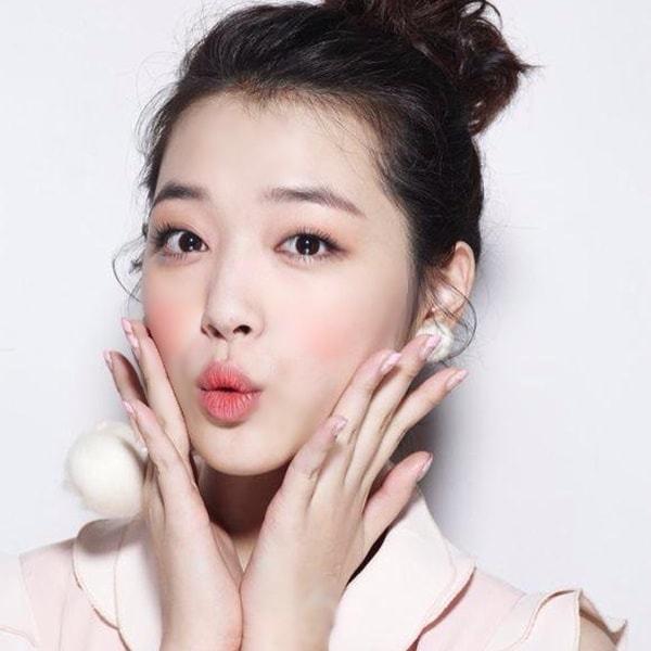 Trở lại trường học lung linh hoành tráng hơn cho các nàng với 4 bước makeup đơn giản