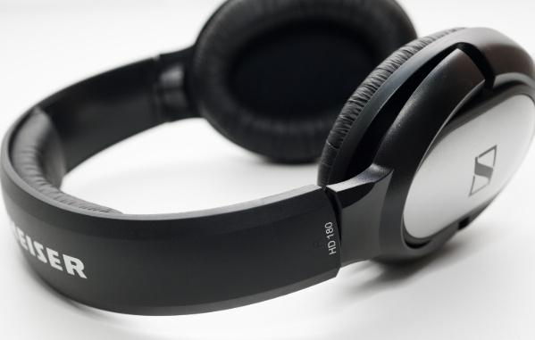 Tận hưởng âm thanh tuyệt vời với 7 chiếc tai nghe chụp tai ấn tượng