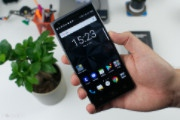 Blackberry Motion không phím cứng, chịu nước IP67