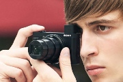 Hai chiếc máy ảnh siêu zoom với thiết kế mỏng nhẹ vừa được Sony trình làng