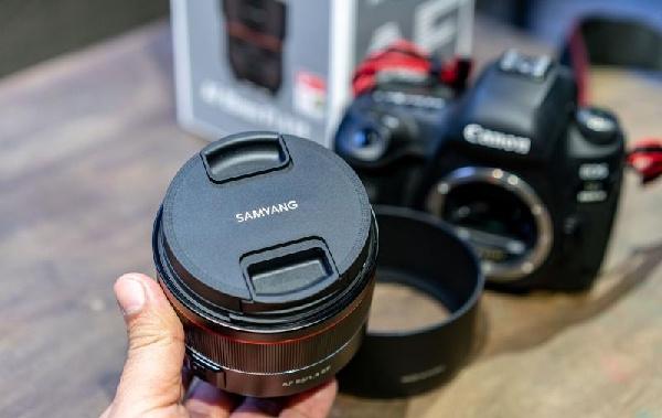 Samyang vừa tung ra chiếc ống kính mới dành riêng cho Canon FF