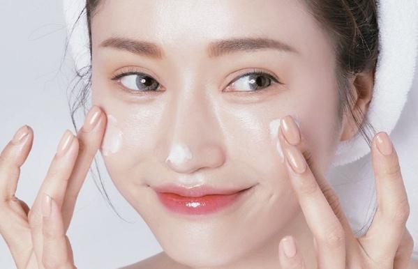 """Những sai lầm skincare khiến da bạn ngày một """"xuống phong độ"""""""