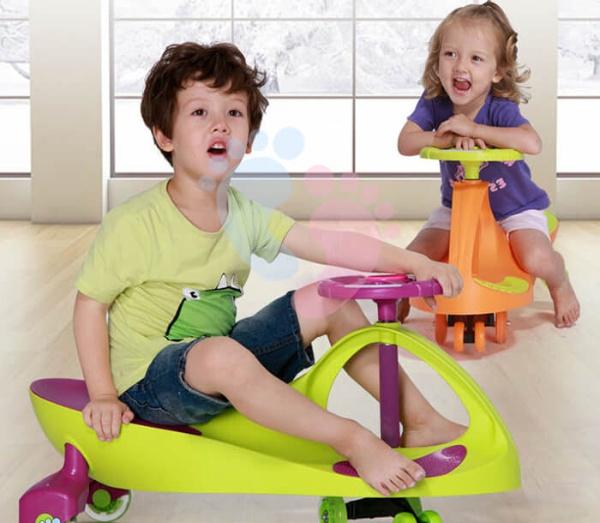 Nên chọn loại xe cho bé nào giữa xe trượt scooter và xe lắc tay?