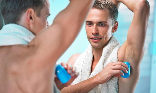 Top 15 xịt khử mùi và lăn khử mùi cho nam tốt nhất hiện nay