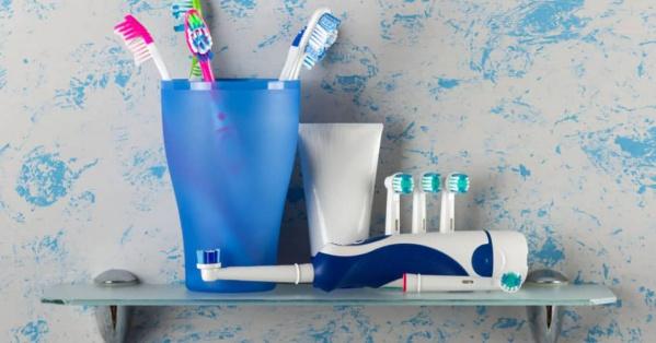 Nên lựa chọn thế nào giữa bàn chải đánh răng điện và bàn chải thường?