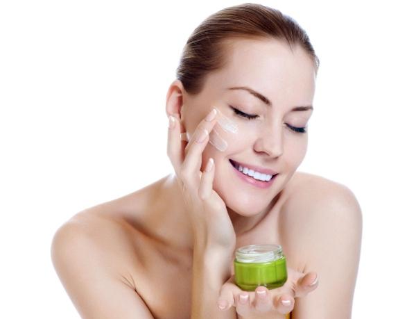 Các kem dưỡng mặt nên tránh xa nếu muốn da được cải thiện