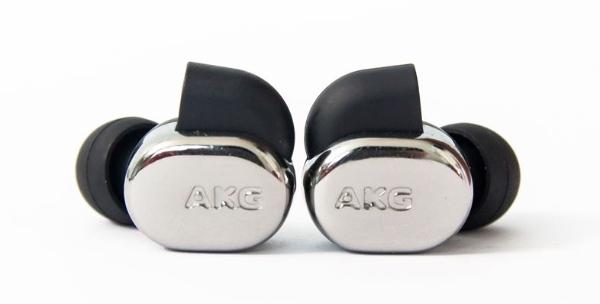 AKG N40: người kế nhiệm sáng giá và đầy tiềm năng