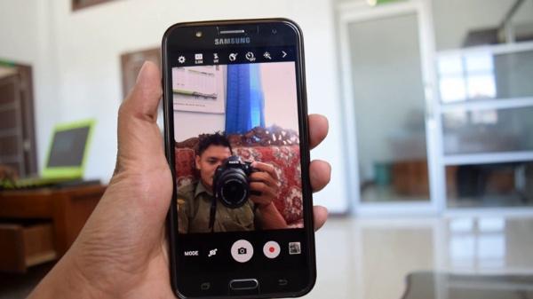 Có nên mua Galaxy J4, chiếc smartphone giá rẻ của Samsung?
