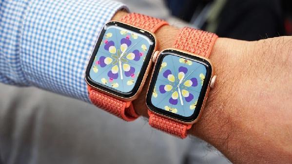 """""""Cân não"""" mua sắm giữa Apple Watch Series 4 và Fitbit Versa"""